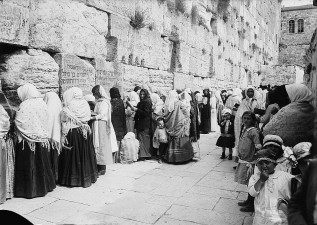women_at_western_wall