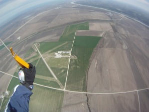 skydiving-270148_640
