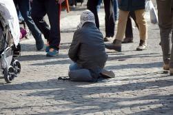beggars-1233291_640